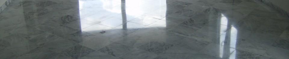 Sol fini avec comme finition un brillant miroire,le sol est totalement lisse au niveau des joints