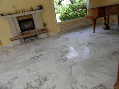 Sol en marbre blanc de carrare
